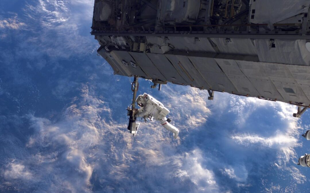 The US and China Must Cooperate in Space